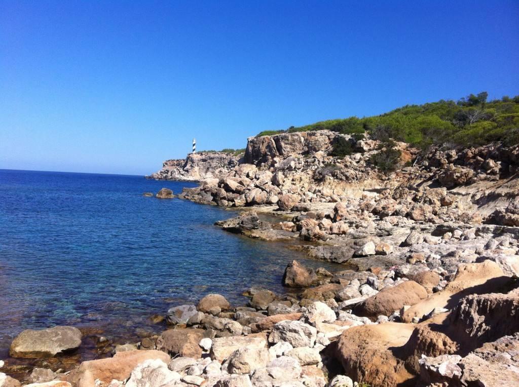 Ibiza beaches - yoga on the rocks2